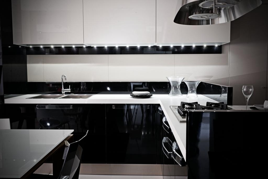 Cucina extra avant lombardelli arredamenti - Cucine nere lucide ...
