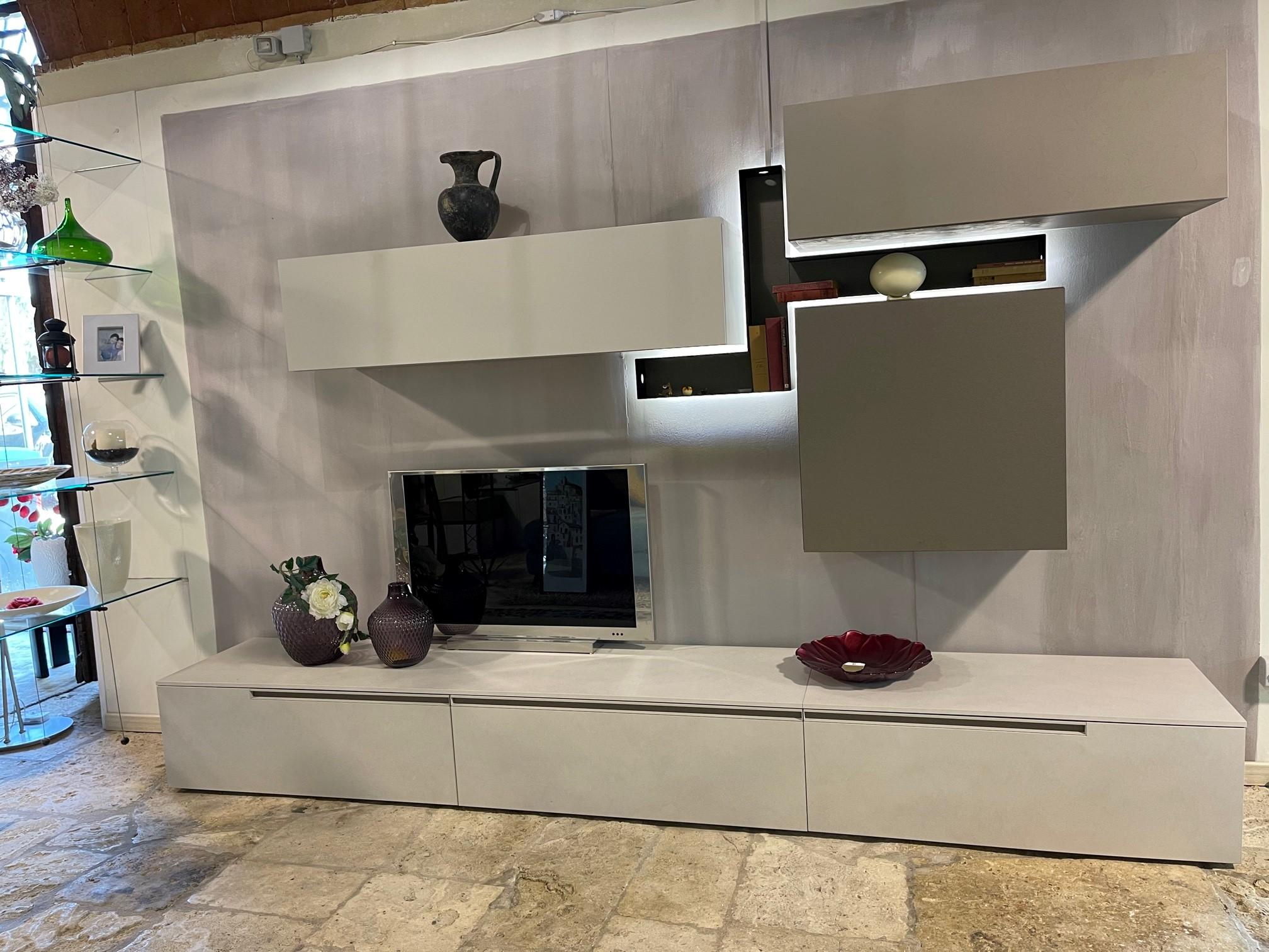 Parete soggiorno atlante lombardelli arredamenti for Mobili a parete per soggiorno