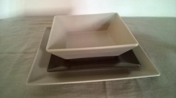 servizio di piatti quadrato