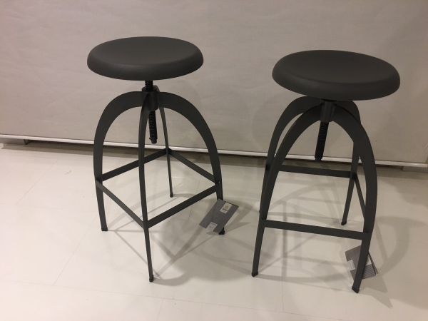 Riga  screw-up stool